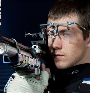 Quelle discipline de tir assez méconnue comporte 5 épreuves aux JO (3 pour les hommes, 2 pour les femmes) ?