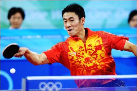 Quel est ce sport de raquette, également appelé ping pong ?