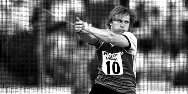 Quelle est cette discipline de lancer dont le record olympique masculin est détenu par Sergey Litvinov (84, 80 m) ?