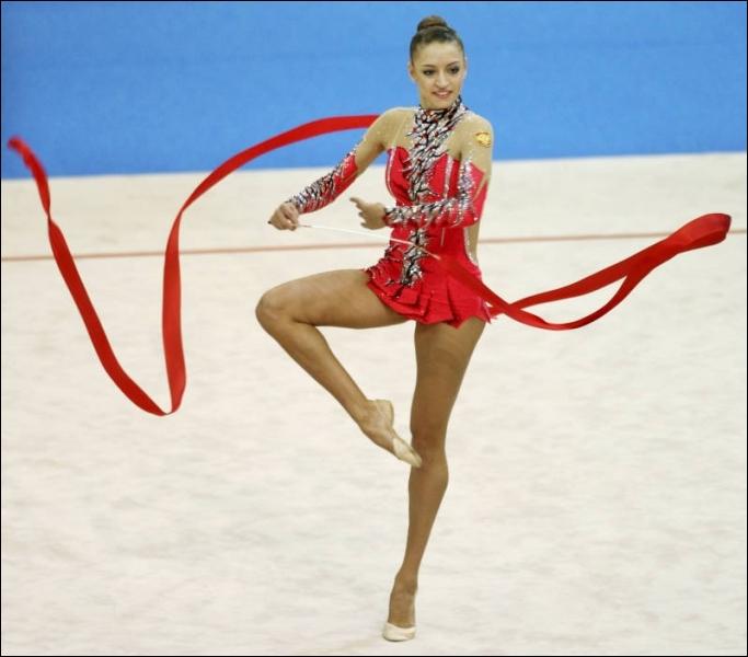 Dans quelle discipline féminine les gymnastes doivent-elles réaliser une chorégraphie et sont ensuite notées par un jury olympique ?