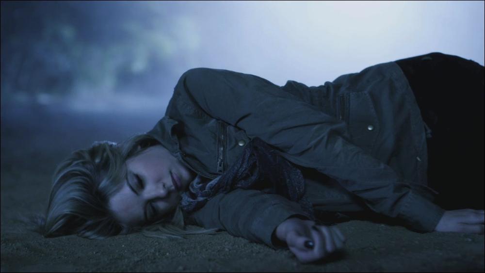 Lorsque Hanna se fait frapper par un SUV dans l'épisode  Keep your friends closer , quel message  A  envoie-t-il aux 3 autres filles ?