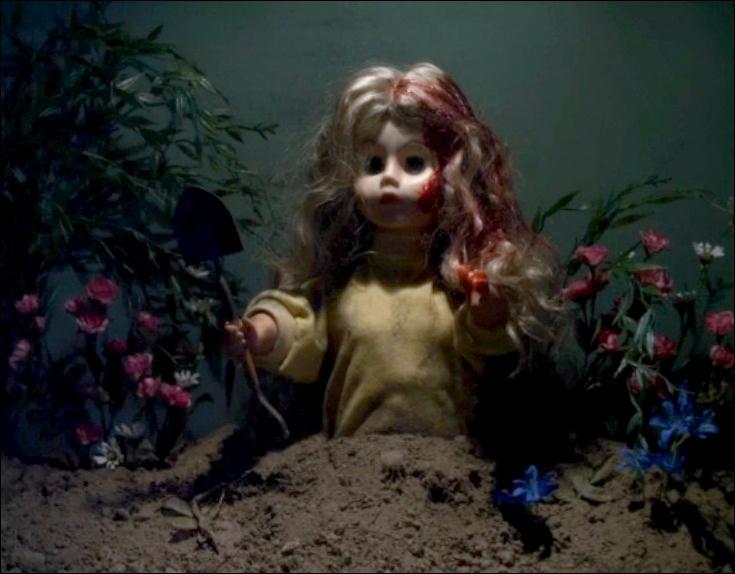 *Série Télé* Dans l'épisode 24 de la saison 2 nommé   If These Dolls Could Talk  Que dit la poupée représentant Alison ?