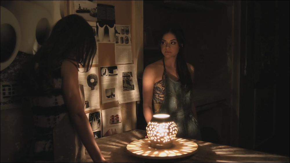 Dans la série télé, lors de l'épisode 2 de la saison 3 nommé  My name is trouble , quel est le nom qu'invente Aria pour que Jenna ne la reconnaisse pas ?