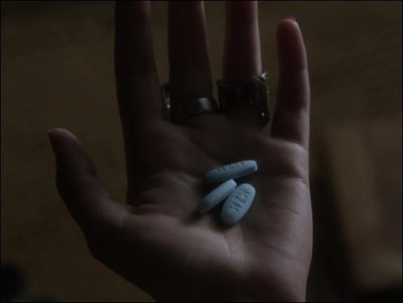 Dans la série télé, dans l'épisode 5 de la saison 3  That girl is poison , quels sont les effets de la drogue si elle est consommée avec de l'alcool ?