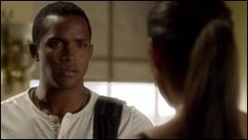 Dans l'épisode de la finale d'été de la saison 3, un personnage meurt. Qui est ce personnage, et quelle lien avait-il avec Maya ?