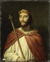 Un membre de cette famille, connu pour avoir soutenu le siège de Paris par les Vikings, a déjà été roi des Francs de 888 à 898. Quel est son nom ?