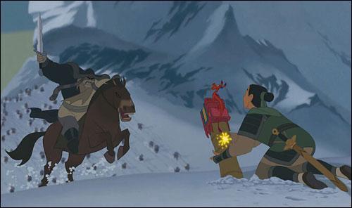 A quelle distance se trouvait Shan Yu quand Mulan a tiré pour déclencher l'avalanche?