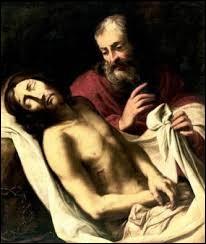 Selon l'Evangile, quel est le nom du disciple de Jésus qui descendit le corps du Christ de la croix et l'enveloppa dans le linceul ?