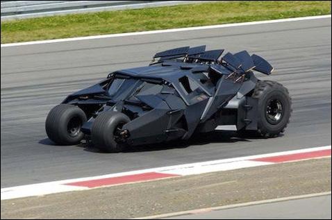 Comment s'appelle la voiture de Batman ?