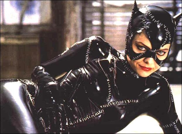 Dans le second (1992), Catwoman apparaît sous les traits de :