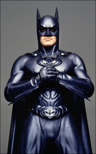 Joel Schumacher en 1997 récidive avec Batman et Robin . Batman est joué par :
