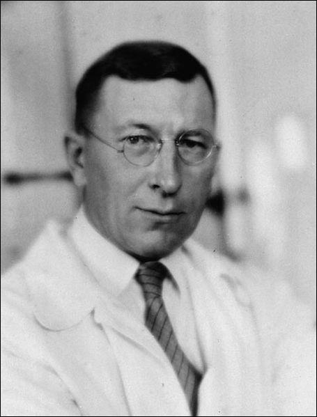 Le 27 juillet 1921, un médecin canadien et son assistant isolent une hormone pancréatique appelée l'insuline. Cette découverte constitue une révolution médicale dans le traitement du diabète.