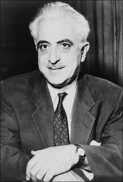 Gregory Pincus, médecin et biologiste américain est le co-inventeur d'une découverte révolutionnaire, en 1956, qui provoqua une révolution sexuelle. Cette découverte est autorisée en 1960 à la vente.