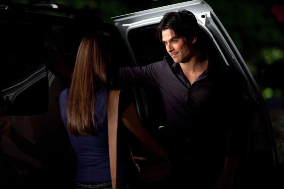 Dans la saison 2, pour quelle raison Elena ne souhaite-t-elle plus être amie avec Damon ?