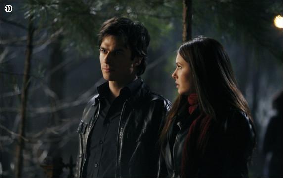 Dans quels épisodes de la saison 1 Damon est-il blessé de la trahison d'Elena envers lui ?