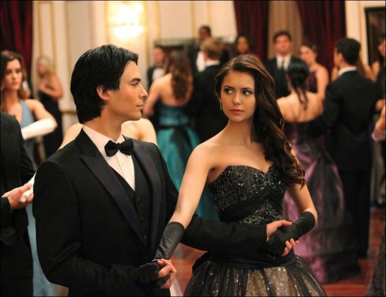 Selon Rose, quel effet a Damon sur Elena ?