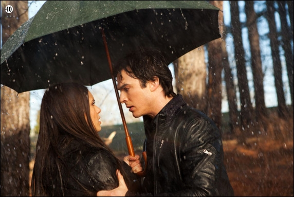 Dans l'épisode 06 de la saison 3, qu'est-ce qui rend Elena jalouse, d'après Stefan.