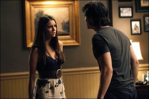 Combien de fois Damon a-t-il forcé Elena à boire de son sang ?