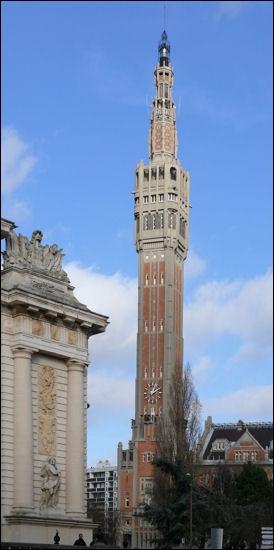 Alors, pour commencer la semaine, nous allons visiter le plus haut monument de la région Nord-Pas-De-Calais (104 m) qui appartient à l'hôtel de ville. Qu'est-ce que c'est ?
