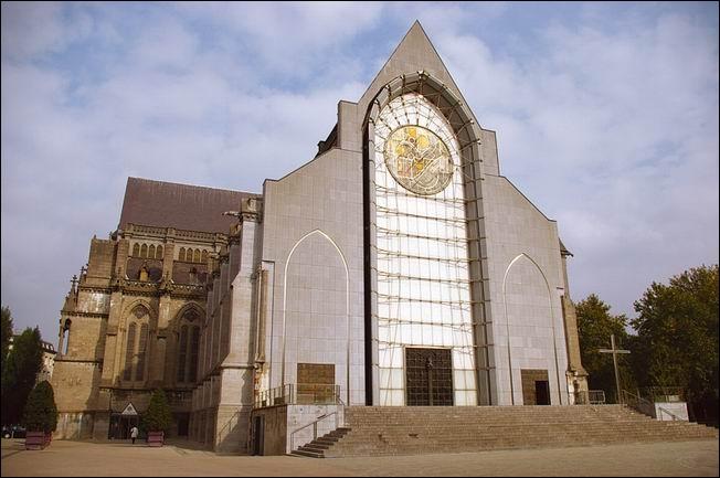 Samedi, vous pourrez visiter cette cathédrale dédiée au culte de la vierge. Comment s'appelle-t-elle ?