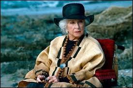 Plusieurs films français ont adapté des romans d'Agatha. Dans celui-ci, c'est la grande Danielle Darrieux qui se fait assassiner. Quel est le roman dont le thème est la jalousie ?