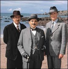 Aux côtes de David Suchet, un  grand  Hercule Poirot dans une excellente série britannique, deux comparses du détective qui sont l'inspecteur Japp et ?