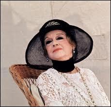 La grande, l'immense Bette Davis a joué un rôle dans l'un des romans d'Agatha porté à l'écran, avec Peter Ustinov en Poirot. Quel était le roman et le titre du film ?