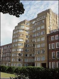 C'est Whitehaven Mansions. Quel est ce bâtiment ?
