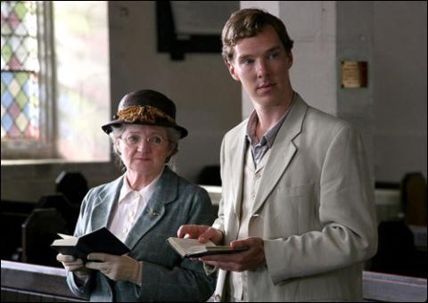 Dans l'épisode  Un meurtre est-il facile , avec Julia McKenzie dans le rôle de Miss Marple, on voit à côté d'elle un jeune acteur qui est aujourd'hui une star de série réputée, dans laquelle il est ?