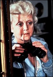C'est ici Angela Lansbury (la Jessica Fletcher de la série Arabesque) qui interprète au cinéma Miss Marple. Dans quel film ?