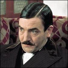 Avant David Suchet, qui a marqué le rôle, c'est ici Albert Finney qui fut Hercule Poirot dans un film à la distribution somptueuse, comportant Lauren Bacall, Sean Connery, Ingrid Bergman... C'est ?