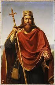 A quelle dynastie, Clovis 1er appartient-il ?