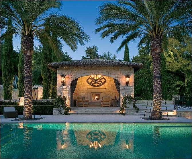 Cette piscine digne dun palace est celle attenante à la villa dun