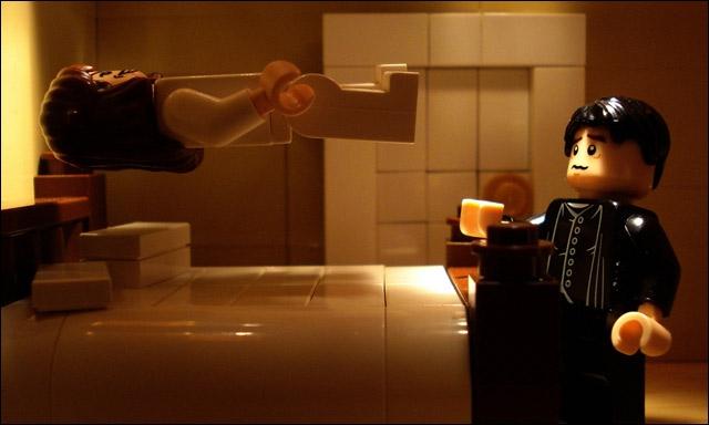 Cette petite fille, Regan, en lévitation au-dessus de son lit, ça ne vous rappelle rien ? Je vous suggère de faire appel au père Karras, il va vous expliquer !