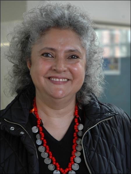 Complétez : Cette auteure mexicaine se nomme Laura Esquivel. On lui doit... , roman appartenant au...