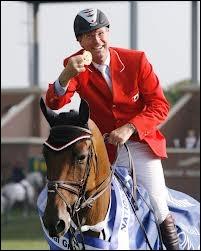 En 2012, le cavalier canadien Ian Millar dispute ses ______ jeux olympiques.