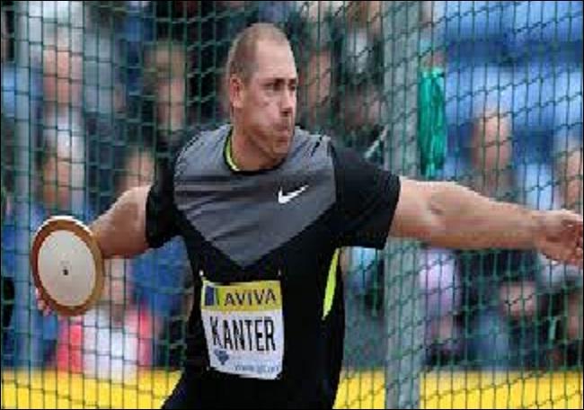 Si je vous dit que cet athlète spécialiste du lancer du disque s'appelle Gerd Kanter, vous devriez pouvoir deviner le numéro de son dossard ?