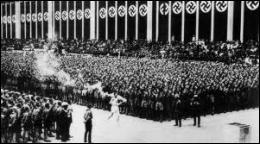 En 1936, quelle grande manifestation sportive internationale fut l'occasion pour le régime nazi de montrer ses capacités d'organisation et la nouvelle puissance de l'Allemagne ?