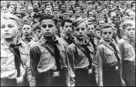 Comment s'appelait l'organisation paramilitaire de la jeunesse allemande dont la raison d'être était la formation de futurs surhommes « aryens » et de soldats prêts servir loyalement le IIIème Reich ?