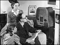 Quel était le nom de la radio nationale qui a appelé   les bons français   à collaborer avec l'occupant nazi ?