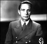 Qui dirigeait le ministère à l'éducation du peuple et à la propagande ? Il avait les pleins pouvoirs pour organiser les grandes parades nazies et régenter toute la presse écrite, la radio, le cinéma. .