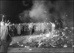 Que brûle-t-on en public au cours d'un autodafé savamment orchestré en 1933 devant l'opéra de Berlin pour frapper l'opinion publique ?