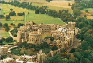 Quel est ce château, résidence de la famille royale anglaise, qui se trouve dans le Berkshire ?