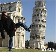 Quelle tour se situant en Toscane est célèbre pour son inclinaison ?