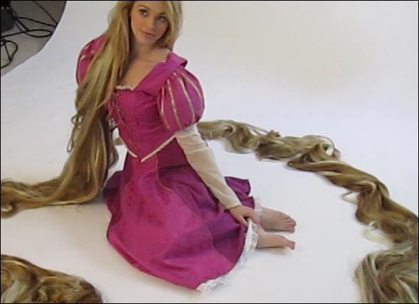 C'est une magnifique princesse aux très longs cheveux !