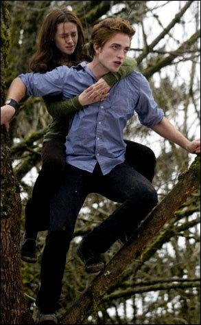 Que font Edward et Bella après s'être présentés à la famille du jeune homme ?