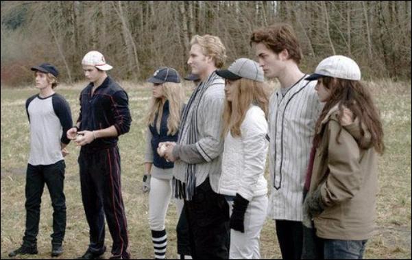Edward invite Bella à faire une partie de ...