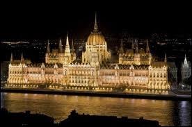 Terminus, vous arrivez en Europe centrale au  Magyarország . Où êtes-vous ?