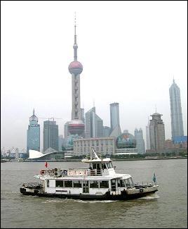 Vous poussez encore un peu plus à l'est et le douanier vous dit que vous êtes au  Zhongguo  (prononcé Djong-gouo). Où êtes-vous ?