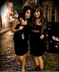 Combien y a-t-il de mois entre le mois de naissance de Demi et celui de Selena ?